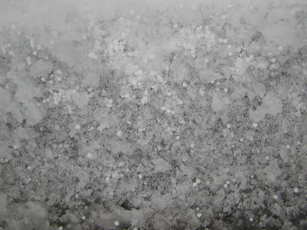 マクロモードで雪を撮影